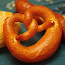 本場ドイツ製ミニブレッツェル(冷凍・完全焼成)ドイツハム・ソーセージにぴったりです!