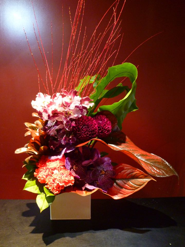 敬老の日 レッドウィロー ダリア バンダ カーネーション スイートピー 敬老の日 花 アレンジメント 珍しい誕生日 プレゼント 開店祝 記念日新築祝 結婚祝 御祝