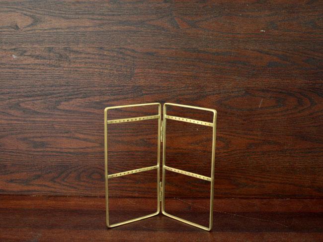 ブラス / ピアススタンド アクセサリーを主役にするシンプルな真鍮製のピアススタンド 服飾雑貨ディスプレイ