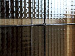 カデルスライドガラスキャビネットロー食器棚にも、書棚にもできるシンプルなキャビネット