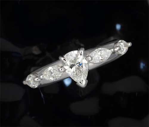 Pt ペアシェイプダイヤモンド G-SI2 0.596ct脇石ダイヤ0.646ct プラチナ リング《送料無料!》