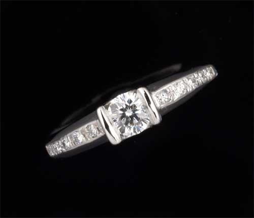 Pt ダイヤモンド 0.304ct G-SI1脇石ダイヤ0.12ct プラチナ リング《送料無料!》