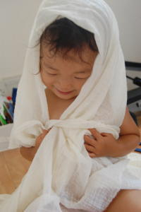 The 汗取り pad! To wipe your face! Cut just like the many parenting workshops, it's organic cotton gauze fabric 4.5 m