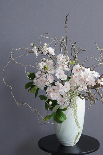 桜 × 陶芸作家 樋口邦春作 青白磁流文花入(造花)