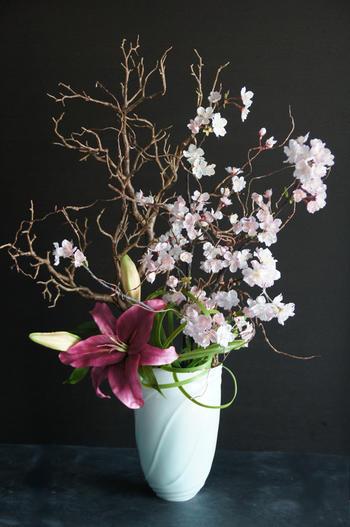 桜 × カサブランカ × 陶芸作家 樋口邦春作 青白磁流文花入(造花)