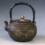 日本梅泉写 平丸蘭蟹図鉄瓶 本体に金銀象嵌入り 摘みに銀象嵌入 高陵鐵瓶屋 tb106