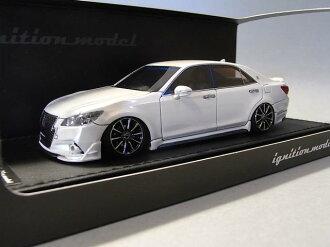 點火模型 1 / 43 豐田皇冠運動員 G TRD 出售白色 (TRD 輪子)