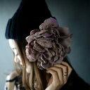 大きな花にレースの甘さが舞い降りた。『存在感があるのに、肌に馴染むイロ。』9月29日10時&20時〜2回発売!ひときわ目を惹く。レースフラワーコサージュ##t3