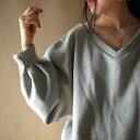 期間限定送料無料!ふわっとしてきゅっ、自慢の袖デザインで可愛いを叶える。『スウェット素材なのに、溢れる女性らしさ。』3月15日20時〜再販!Vネックの抜け感に惚...