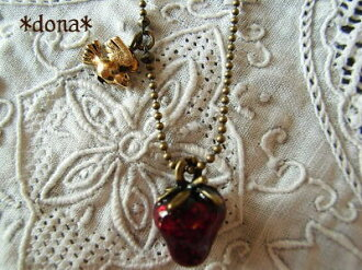 《 delivery possible 》 Necklace 5102P06jul13 of strawberry necklace / strawberry and a shaking small bird