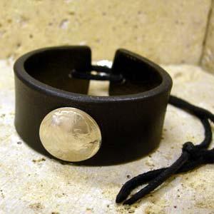 ARIZONA FREEDOM シルバーアクセサリー レザー 【NO.1】 ヒモ式 革 ブレス 黒 ( インディアン コンチョ 1ヶ付 ) 素材: SV925 【LeatherBrace】