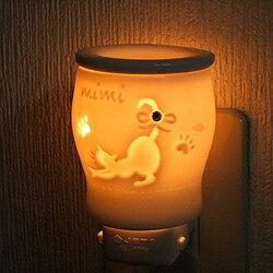 コンセント アロマライト リラックスミミ 猫 【陶器 電気 コンセント式 アロマポット アロマランプ アロマライト 常夜灯 フットライト ネコ 猫 アロマオイル 精油 アロマ 人気 おしゃれ ギフト】