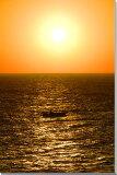 そのまま飾れる額のいらない写真パネルをインテリアアートに… ディスプレイ 模様替え タペストリー 風景ポスター 新築祝い 出産祝い 結婚祝い プレゼント沖縄 北大東島の海 夕日と漁