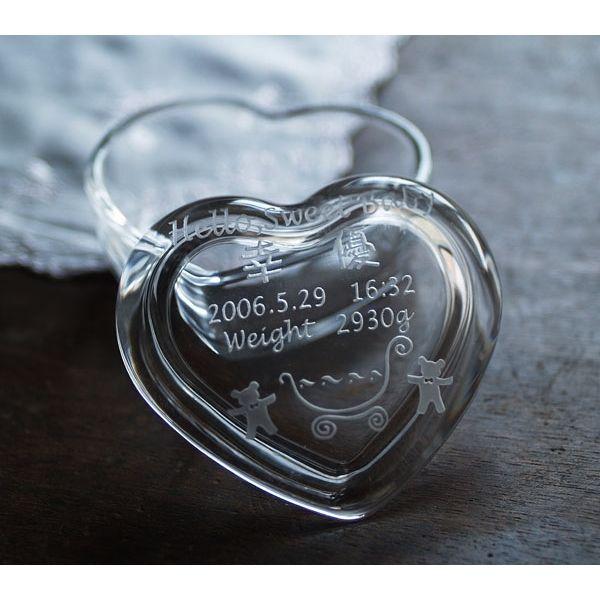 【名入れ無料】ご出産祝い・ご出産内祝いに名前が入ったガラスケースを記念の贈り物としてプレゼントにしてみませんか。【ハート型ガラスケース バギー柄】【楽ギフ_名入れ】