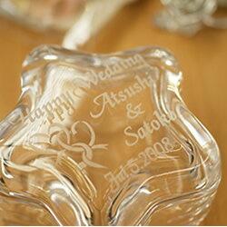 【名入れ無料】ご結婚祝いにガラスケースの贈物をお友達のウエディングにプレゼントしてみませんか。【星型ガラスケース ツインハート柄】【楽ギフ_名入れ】