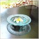 バリ島のヴィラで見つけたシンプルなガラスの水盤。水を入れて涼しげな水盆として使ったり、オブジェを飾るデコレーショントレーとしても使える人気のアジアン雑貨。