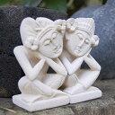 【全品ポイント3倍】あぐらをかいて座った小さなバリニーズカップルの石像2体セット[9737]【バリ雑
