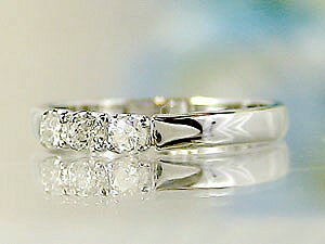【送料無料】指輪 ホワイトサファイアリングホワイトゴールドk18 ピンキーリング 18金 9月誕生石 ストレート 贈り物 誕生日プレゼント ギフト 天然石 リング 人気 ピンキーリング