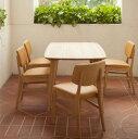 四角形の天板ではなく、ゆるく弧を描く太鼓型のテーブルで、ベーシックなスタイルを心がけて作った、シンプルデザインです。
