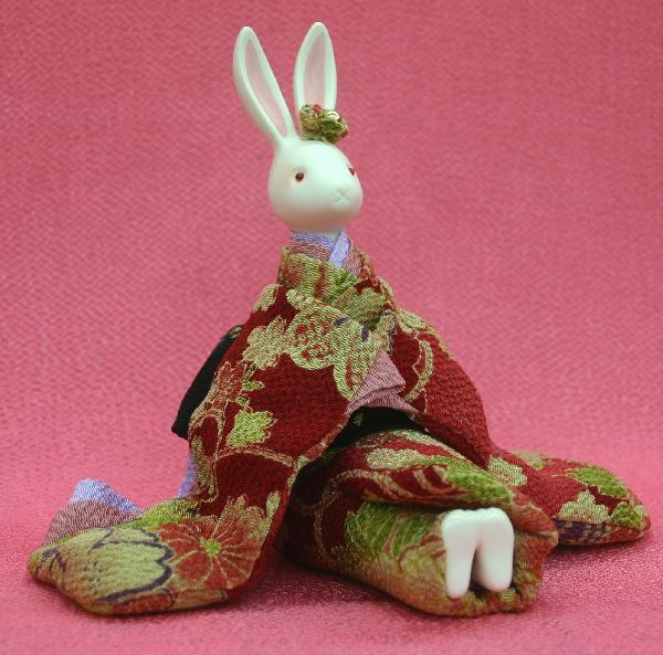 オルゴール プレゼント うさぎオルゴールドール凛香 【座りちりめん(赤)日本製】U206プレゼント・兎・ウサギ・卯 人形・置物