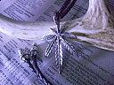 ネイティブなのに大人っぽくキマるヘンプ(マリファナ)モチーフの銀モノチョーカーネックレス■革ひも レザー 皮 エンドチップ 大麻 葉 レゲエ ヒップホップ05P12Oct1402P23Apr16