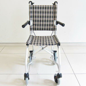足こぎ専用簡易型車椅子【ネクストコーギー】【専用バッグ付き】【簡易式】【軽量】【コンパクト】【介護・介助用】【車いす】【介助ブレーキ付き】【アルミ】【ノーパンクタイヤ】【折りたたみ式】【跳ね上げ式】A604-CORGI