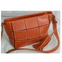 【中古】綺麗女性用オレンジ色革素材の表面にパッチワークされている斜め掛け可能なショルダーバッグ サイズW28xH18xD9,5cm ○C14-284