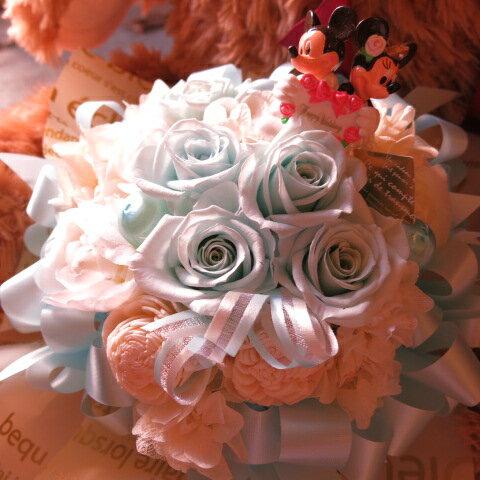 結婚祝い ディズニー 水色 プリザーブドフラワー ケース付き ミッキー ミニー ウェディングA ◆結婚祝い・記念日の贈り物におすすめのフラワーギフト 結婚祝い ディズニー 水色 プリザーブドフラワー ケース付き ミッキー ミニー ウェディングA ◆結婚祝い・記念日の贈り物におすすめのフラワーギフト