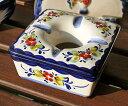 ポルトガル製 輸入雑貨 灰皿 ふた付き 角型 花柄 白 ホワイト リビングスタジオ 直輸入 アルコバサ 陶器 クラシック 伝統 手描き PFA-631W