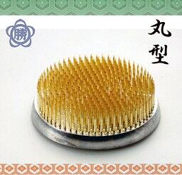 【新潟三条の剣山】ハナカツ 真鍮針・丸型剣山 品番105 中丸 (71mm) ゴム付