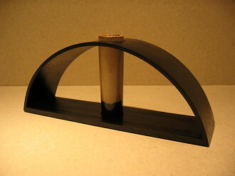 Arch-shaped vase (wooden lacquer ware)