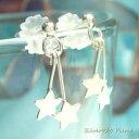 シルバーピアス キラキラ光る2つのお星様が耳元でユラユラ揺れ...