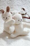想给(对)出生贺礼赠送?向(到)婴儿的玩具放心有机棉布制的直爽。向(到)婴儿的小宝宝和善的轻松的铃的声音可爱的绒毛玩具。tsu有机棉 婴儿专用的放心布玩具直爽 手[出産祝いに贈りたい?ベビーのおもちゃに安心オーガニ