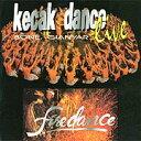 商品説明 【バリ島直輸入】ケチャ (kecak) とは、インドネシアのバリ島で行われる男声合唱です。または呪術的な踊り(サンヒャン)にともなう舞踏劇です。バリ島では、kを発音しないため、現地ではチャと呼ばれています。かわいらしい花を耳に飾った半裸の男の人たちが 「ケチャケチャケチャケチャケチャ」とひたすら大合唱のバリの伝統芸能のひとつです。 Puspita Jaya-Ulapan 1. Blahkiuhが演じるバリ島の代表的なケチャ・ダンス。 神秘的で神聖な空間をライブでお楽しみください。 ケチャ・ケチャ・と思わず口ずさんでしまうかもバリで楽しんだケチャダンス舞踊音楽を日本でもう一度♪ 収録曲 01 タイトル無 02 タイトル無 03 タイトル無 ※こちらの商品はクリックポストをご利用いただけます。クリックポスト(補償無)・小型(ネコポス便)をご希望の方は、ご利用条件をご確認の上発送方法をご選択下さい 。※宅配便をご希望のかたはクリックポスト対象外の商品も合わせ、6,600円以上(税込)のお買い上げで宅配送料が無料となります。 ※ご注意 この商品は実店舗含め4店舗にて販売しております。在庫数の更新は随時行っておりますが、お買い上げいただいた商品が、タイムラグにてご用意出来なくなってしまうこともございます。 その場合、お客様には必ず連絡をいたしますが、万が一入荷予定がない場合は、キャンセルさせていただく場合もございますことをあらかじめご了承ください。CD/音楽/BGM/伝統的/ラウンジ音楽/アジアンヒーリング/ヒーリング/ヒーリングBGM/リラックス/リラクゼーションヒーリング/リラクゼーション/アジアンミュージック/バリミュージック/お洒落/おしゃれ/素敵/エスニック/バリ島/バリ/オリエンタル/ムード/アジアン/インドネシア/輸入/直輸入/バリ雑貨/アジアン雑貨/輸入雑貨/輸入小物/雑貨/南国/リゾート/バリ・リゾート/レゴン/ケチャック/ケチャダンス/Puspita Jaya-Ulapan 1. Blahkiuh/KECAK DANCE LIVE
