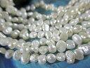 淡水パール(真珠)バロック ホワイト 4mm珠くらい関連おしゃはコーデは。淡水パール パール パールネックレス パールピアス 真珠 白蝶貝 珊瑚ビーズ・天然石ビーズ・ベネチアガラスと作ろ