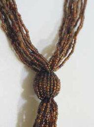 ●丸小ビーズの編み上げネックレス−113家宝というジュエリーネックレスもいいですが仕事やお買い物などの日常使いのネックレスもビーズワークの本当のおしゃれって幸せを感じます