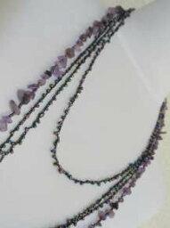 丸小ビーズとさざれの編み上げ3連ネックレス−1115家宝というジュエリーネックレスもいいですが仕事やお買い物などの日常使いのネックレスもビーズワークの本当のおしゃれって幸せを感じます