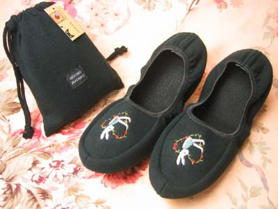 Portable slippers rabbit embroidered matano Atsuko ★ black