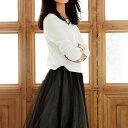 カットソー素材のトップスとチュールのロングスカートをドッキング。甘さと大人っぽさの絶妙なバランスで、一枚でさまに。チュールスカートドッキングワンピ ベルーナ ラナン Ranan 30代 40代 ファッション レディース