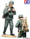<21%OFF> 1/16 ワールドフィギュアシリーズ 1/16 WWII ドイツ機関銃チーム装填手(三脚架搬送) 【タミヤ: 玩具 プラモデル】