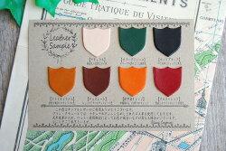 天然皮革の為、ロットや使用部位によってお色や風合いは異なる事がございます。