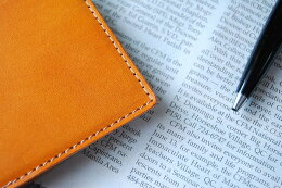 A beautiful stitched with thread leather-only firm and difficult (light caramel)