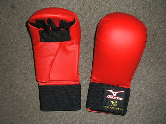 Mizuno fist supporters red (all-Japan karate Road Federation-test product)