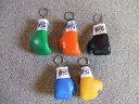 【すぐ発送】レイジェスミニチュアボクシンググローブキーホルダータイプ片手1個にキーチェーンが着いています!