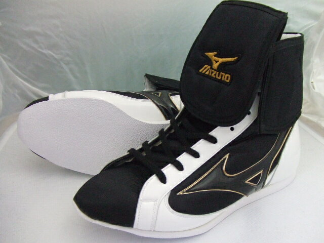 New Mizuno reinforced with folded short boxing shoes ( our original black x white enamel ) ランバードロゴ on original shoe bag with (boxing supplies & ring shoes)