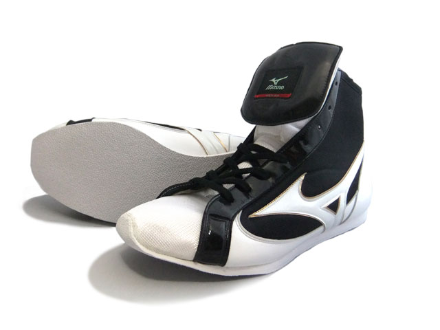 ミズノショート boxing shoes ( our original black x White x Gold rim ) ランバードロゴ on original shoe bag with (boxing supplies & ring shoes)