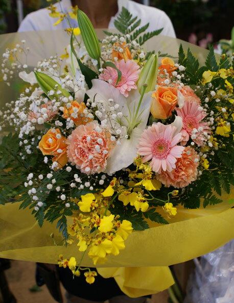 花束ビタミンカラーとピンクのミックス花束楽ギフ メッセ入力楽ギフ 包装送料無料実施中フラワーギフトs