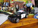 アメリカンポリスカーのミニカー(2006 フォード・マスタング) ■ アメリカ雑貨 アメリカン雑貨