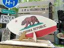 ミニサーフボード(カリフォルニア州旗) ■ こだわり派が夢中になる! 人気のアメリカ雑貨屋 アメリカ 雑貨 アメリカン雑貨 おしゃれ インテリア 小物 オブジェ 置物 おもしろ ハワイ雑貨 西海岸スタイル カリフォルニア 西海岸風 西海岸 雑貨 レトロ アメリカン