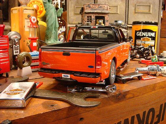 フォードF350ピックアップトラック・ハーレーダビッドソンモデルのダイキャストモデルカー1/18スケール
